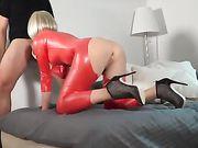 Et analt samleje og sæd i hendes varme mund