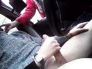 En pige tilbyder at gøre blowjob til en fremmed i bilen